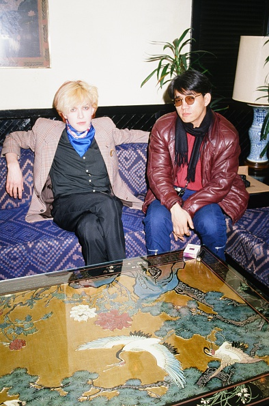 デヴィッド シルヴィアン「David Sylvian Japan And Ryuichi Sakamoto Getting Interviewed At A Hotel」:写真・画像(3)[壁紙.com]