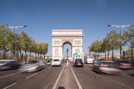 Arc de Triomphe - Paris「The Arc de Triomphe and Champs Elysees in Paris.」:スマホ壁紙(18)