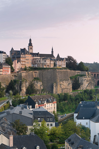 Fortified Wall「Luxembourg, Luxembourg City, View to the city district Grund, Saint Michael's Church in the background, morning light」:スマホ壁紙(17)