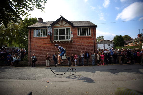 Christopher Furlong「Enthusiasts Gather For Knutsford's Ten Yearly Penny Farthing Race」:写真・画像(12)[壁紙.com]