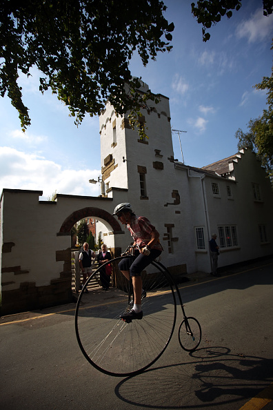 Christopher Furlong「Enthusiasts Gather For Knutsford's Ten Yearly Penny Farthing Race」:写真・画像(13)[壁紙.com]