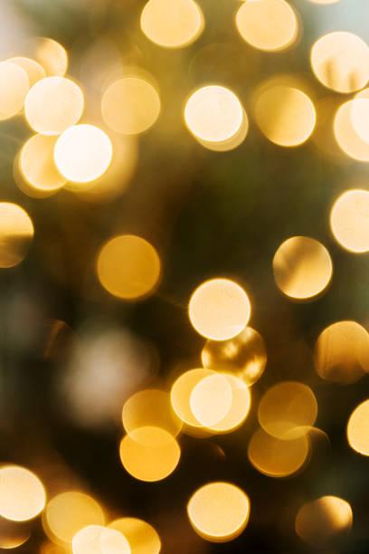 Defocused lights on Christmas tree:スマホ壁紙(壁紙.com)