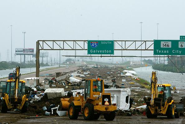 Hurricane Ike「Hurricane Ike Makes Landfall On Texas Coast」:写真・画像(7)[壁紙.com]