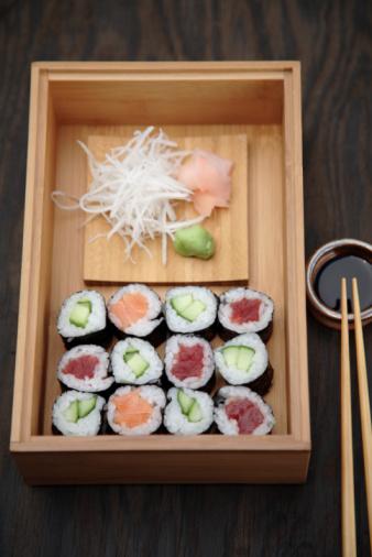 Crucifers「Box of sushi rolls and soy sauce」:スマホ壁紙(9)