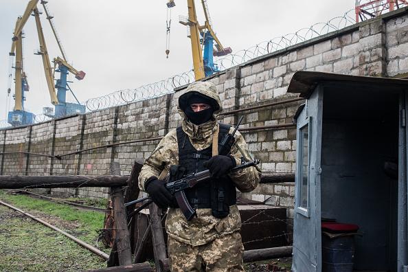 Ukraine「Ukrainian Forces Mobilize Near Mariupol Port Amid Conflict With Russia」:写真・画像(17)[壁紙.com]