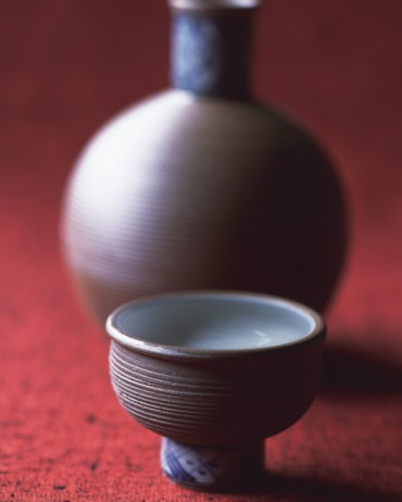 Sake「Sake in cup and bottle, high angle view, differential focus」:スマホ壁紙(17)