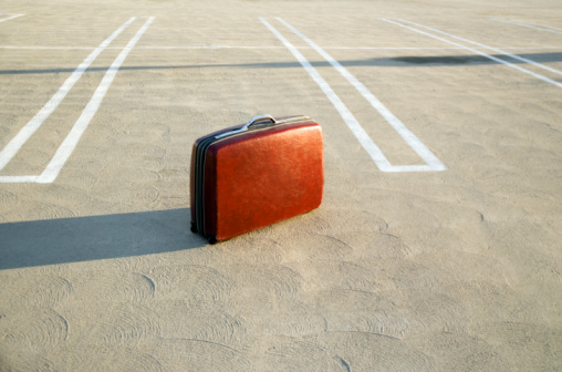 Dividing Line - Road Marking「Suitcase on empty parking lot」:スマホ壁紙(4)