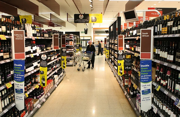 Alcohol「Tesco's Customers Shop At Kensington」:写真・画像(18)[壁紙.com]