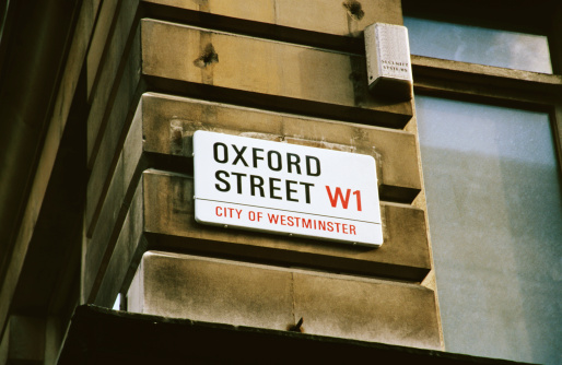Oxford Street - London「An oxford street sign on the side of a building」:スマホ壁紙(3)