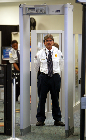 Metal「TSA Adds Screeners For Busy Summer Travel Season」:写真・画像(3)[壁紙.com]