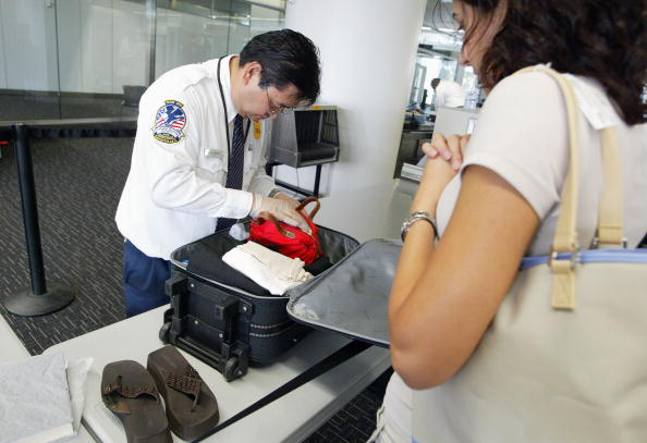 保安「Electronic Devices Focus Of Increased U.S. Airport Security」:写真・画像(10)[壁紙.com]