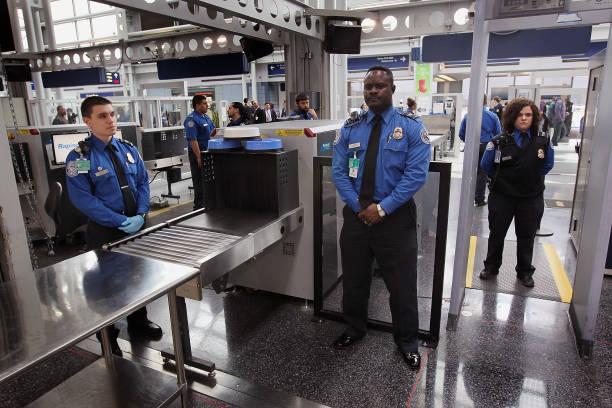 TSA Debuts Full Body Imaging Screeners At O'Hare Airport:ニュース(壁紙.com)