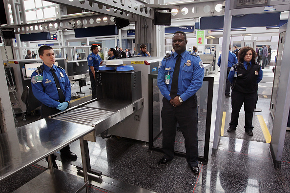 税関「TSA Debuts Full Body Imaging Screeners At O'Hare Airport」:写真・画像(1)[壁紙.com]