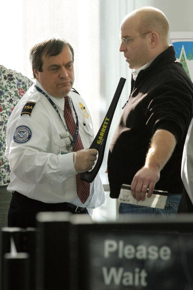 Security Check「Airport Security Pat-Down Methods Revised」:写真・画像(19)[壁紙.com]