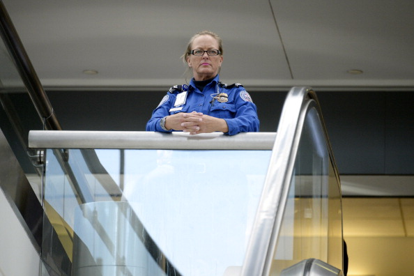 LAX Airport「Travelers Use Los Angeles International Airport Day After Shooting Killed One TSA Agent」:写真・画像(10)[壁紙.com]