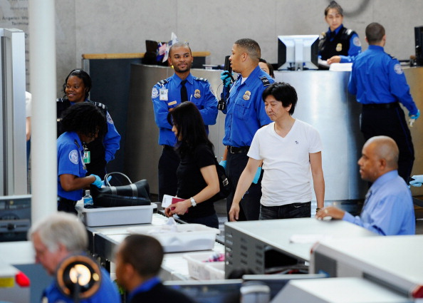 LAX Airport「U.S. Steps Up Security As Precaution After Bin Laden's Death」:写真・画像(2)[壁紙.com]
