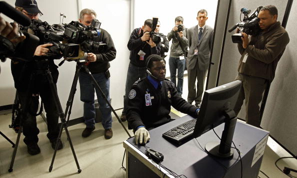 Security Check「TSA Demonstrates New Imaging Technology At Reagan National Airport」:写真・画像(2)[壁紙.com]
