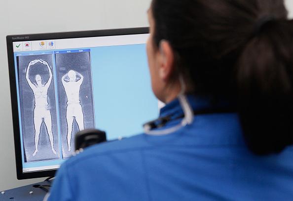 全身「TSA Debuts Full Body Imaging Screeners At O'Hare Airport」:写真・画像(14)[壁紙.com]