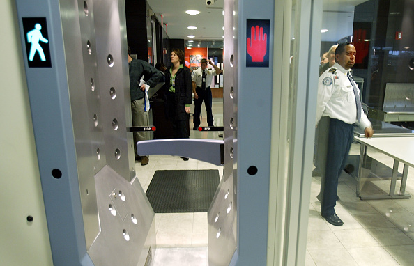 Kennedy Airport「TSA Introduces Explosives Detection Test Program」:写真・画像(17)[壁紙.com]