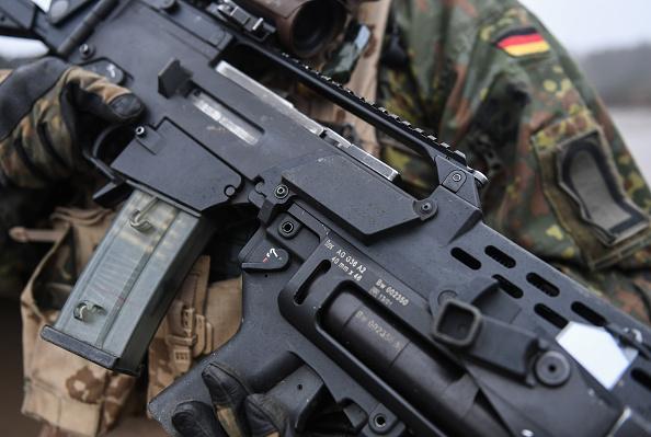 Rifle「Von Der Leyen Visits Bundeswehr Troops」:写真・画像(5)[壁紙.com]
