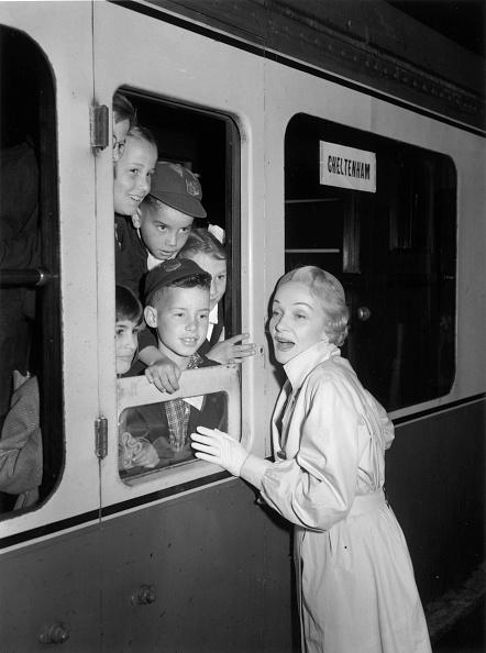 Train - Vehicle「Goodbye Boys」:写真・画像(17)[壁紙.com]