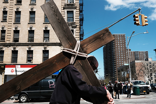 Religion「Friars Hold Way Of The Cross Ceremony Through Harlem Neighborhood Of New York City」:写真・画像(10)[壁紙.com]
