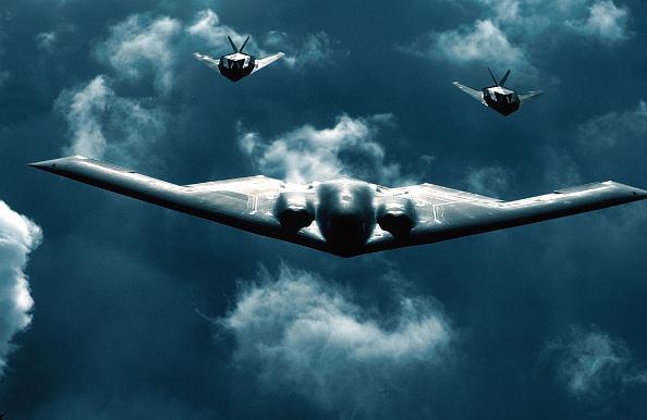 cloud「B-2 Bomber Flies with Two F-117 Jets」:写真・画像(16)[壁紙.com]