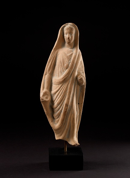 Veil「Terracotta Statuette Of A Pious Roman Veiling His Head With His Toga」:写真・画像(17)[壁紙.com]