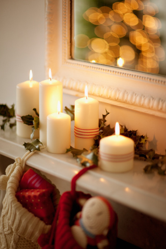 Christmas Stocking「Candles lit on mantelpiece with Christmas stockings」:スマホ壁紙(18)