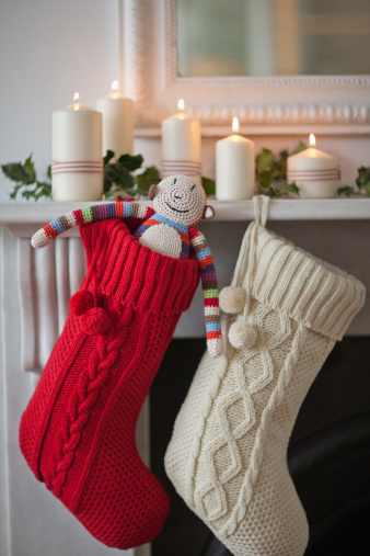 Tradition「Candles lit on mantelpiece with Christmas stockings」:スマホ壁紙(17)