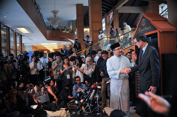 Press Room「Authorities Declare MH370 Search Could Take A Year」:写真・画像(1)[壁紙.com]