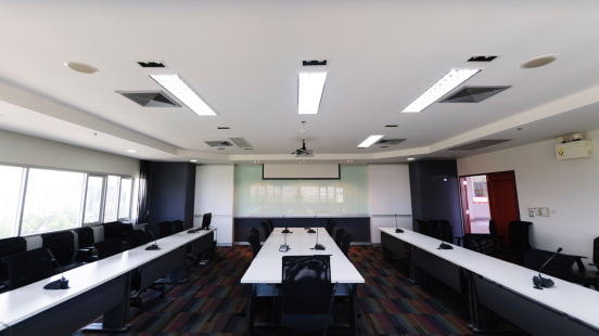 Conference Call「Modern conference room interior」:スマホ壁紙(13)