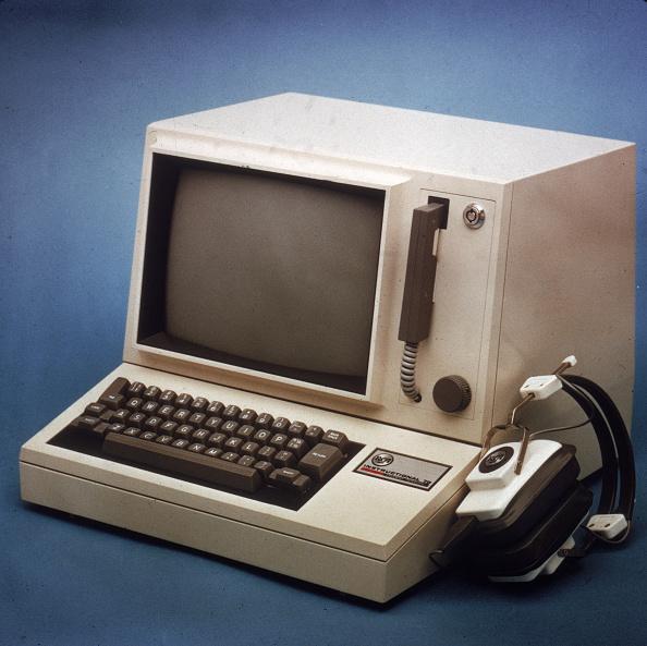 Computer「RCA Computer With Headphones」:写真・画像(15)[壁紙.com]