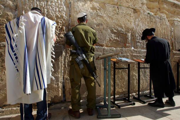 Jewish Men Pray At Western Wall:ニュース(壁紙.com)