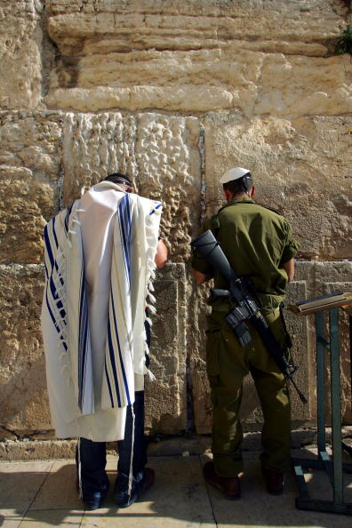 East Jerusalem「Jewish Men Pray At Western Wall」:写真・画像(17)[壁紙.com]