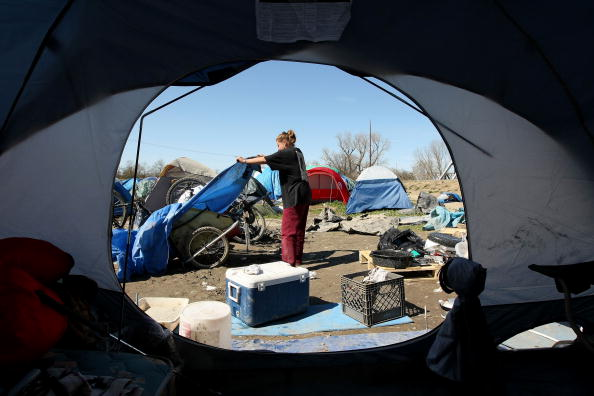 Homeless Shelter「Sacramento Tent City Fills Up Jobless And Homeless」:写真・画像(7)[壁紙.com]