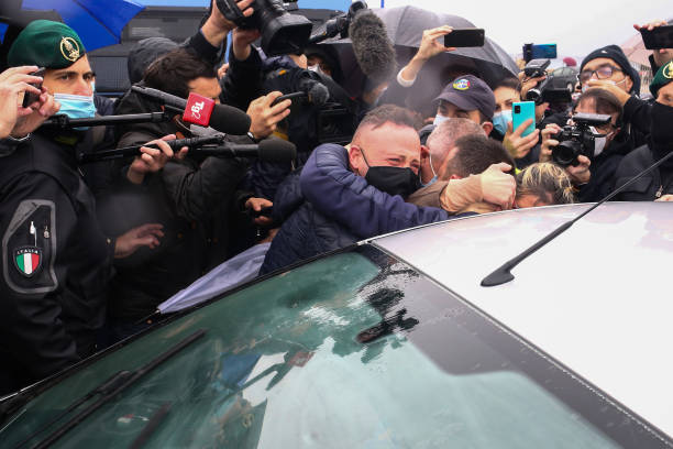 Italian Fishermen Freed From Libya Arrive In Sicily:ニュース(壁紙.com)