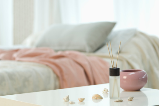 Blanket「Aromatheraphy and incense sticks on table with bed in background」:スマホ壁紙(19)