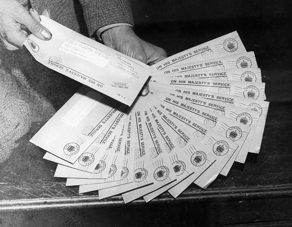 Fan Shape「Income Tax Letters」:写真・画像(17)[壁紙.com]