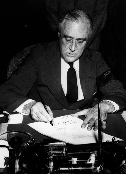 Franklin Roosevelt「Signing For War」:写真・画像(16)[壁紙.com]