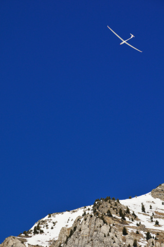 Glider「Glider flying over mountain, French Alps, France」:スマホ壁紙(9)