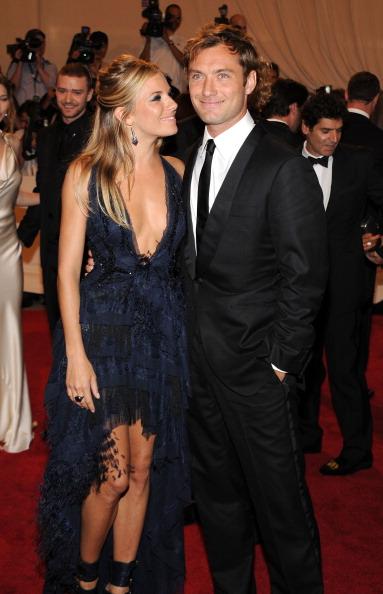 Sienna Miller「American Woman: Fashioning A National Identity Met Gala - Arrivals」:写真・画像(10)[壁紙.com]