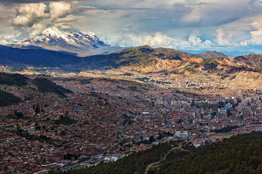 Bolivian Andes「The city of La Paz with Illimani rising in the distance, the highest peak in Bolivia」:スマホ壁紙(8)