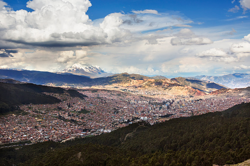 Bolivian Andes「The city of La Paz with Illimani rising in the distance, the highest peak in Bolivia」:スマホ壁紙(2)