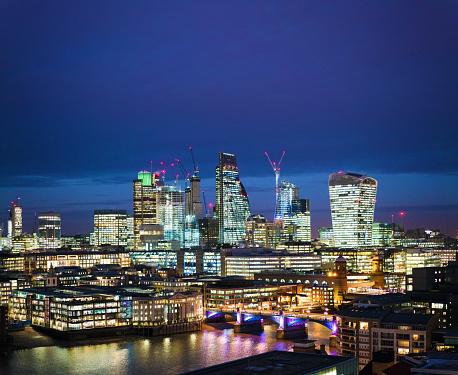 London Bridge - England「The City of London business district at night」:スマホ壁紙(12)