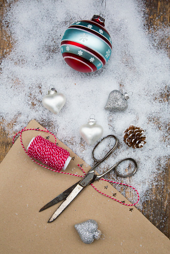 Fake Snow「Christmas baubles, scissors, string, packing paper and artificial snow」:スマホ壁紙(13)