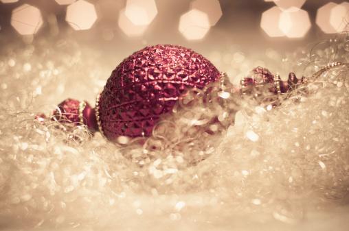 Defocused「Christmas bauble, close up」:スマホ壁紙(8)