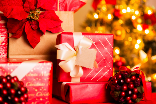 Poinsettia「Christmas:  Beautifully wrapped holiday gifts. Tree in background.」:スマホ壁紙(15)