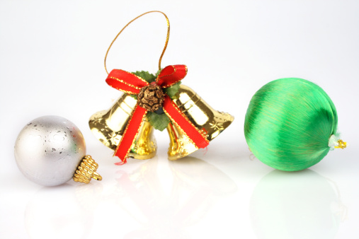 Chinese Lantern「Christmas baubles and bells, close-up」:スマホ壁紙(10)