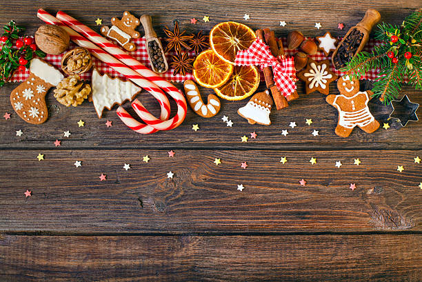 Christmas background with Christmas cookies, decoration and spices:スマホ壁紙(壁紙.com)